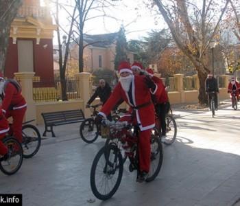Mostar: U nedjelju Djeda Božićnjaci na biciklima i klizaljkama
