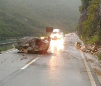 Ogromna stijena pala na magistralnu cestu Sarajevo – Mostar