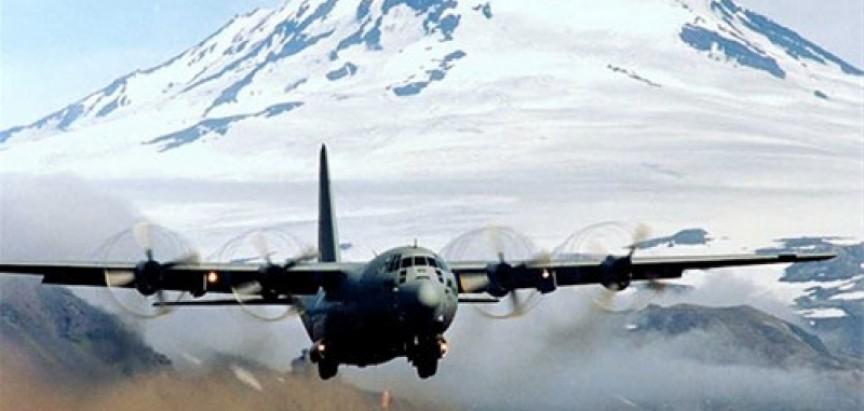 Nastavljeni američki napadi na IS; Herculesi pomažu u hrani i vodi