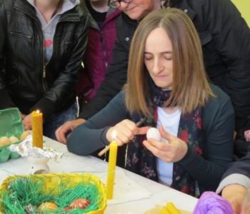 FOTO: U Domu kulture u Prozoru održana Radionica tradicionalnog šaranja jaja
