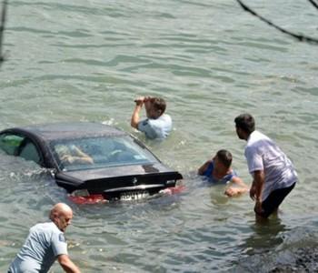 Sitnice koje bi vam mogle spasiti život: Što poduzeti ako autom sletite u vodu