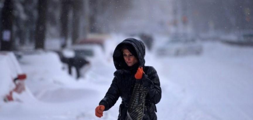 Kaos zbog snijega: Deseci tisuća ljudi bez struje