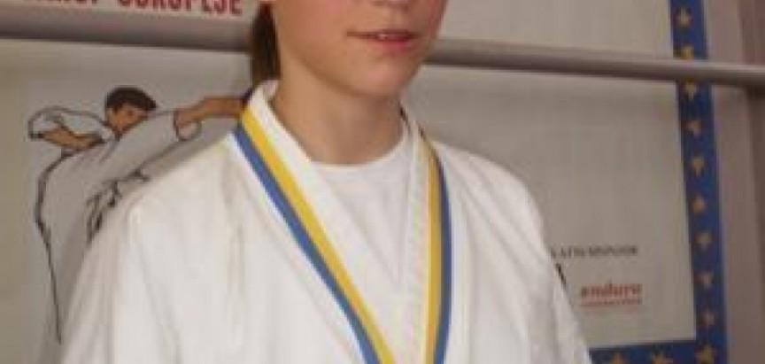 """DelfinaTadić """"zlatna"""" na karate turniru """" AUSTRIAN JUNIOR OPEN 2014"""""""