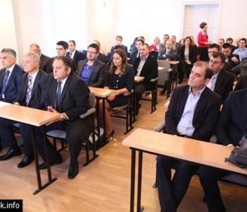 Skupština HNŽ: Umanjena sredstva za sanaciju šteta na zgradama HDZ BiH i SDA