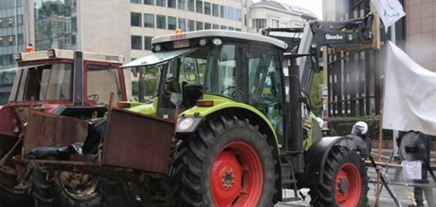 Europski mljekari traktorima blokirali Bruxelles