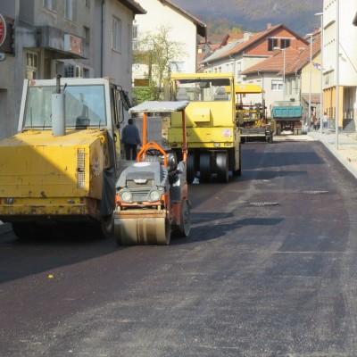 Foto: Asfaltiranje ulice Kralja Tomislava