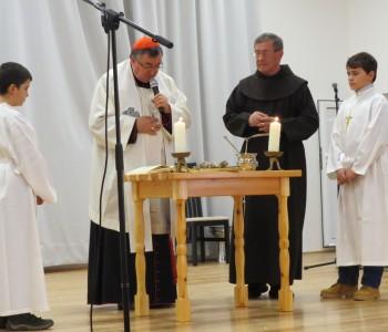 FOTO: Kardinal Puljić blagoslovio župnu dvoranu župe Gračac