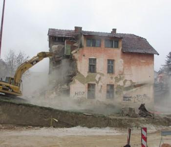 Srušena stara stambena policijska zgrada u Prozoru