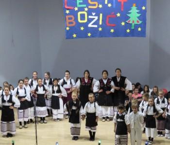 Foto: Održana Božićna priredba i Humanitarni sajam OŠ Marka Marulića Prozor