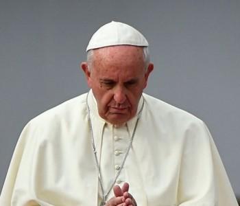 Papa Franjo poručio svjetskoj eliti: Ne dozvolite da zavladaju mašine bez duše