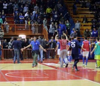 Opća tučnjava, Boysi uletjeli u teren: Napadnuti igrači Nacionala zbog provokacija