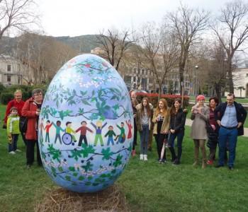 Uskrsna pisanica svečano postavljena u park Zrinjevac