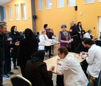 Studenti medicine iz Mostara na Gračacu mjerili tlak i šećer