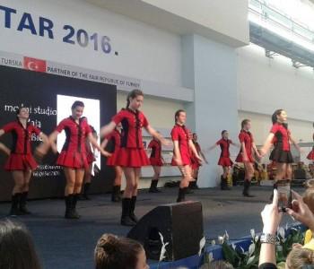 FOTO: Ramske mažoretkinje nastupile na Mostarskom sajmu