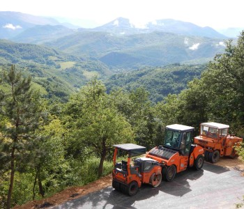 Polaganje asfalta za selo Madžare u Ljubuncima