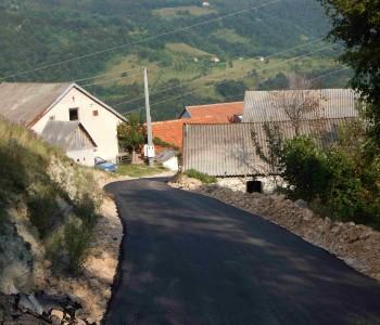 FOTO: U Gornjim Brajkama konačno dočekan asfalt