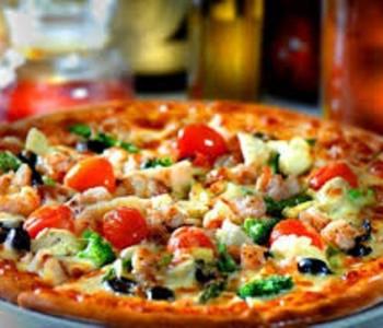 RIJEŠEN MISTERIJ: Evo zašto je okrugla pizza u četvrtastoj kutiji, a reže se na trokute