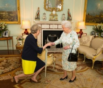 Theresa May službeno proglašena premijerkom Velike Britanije