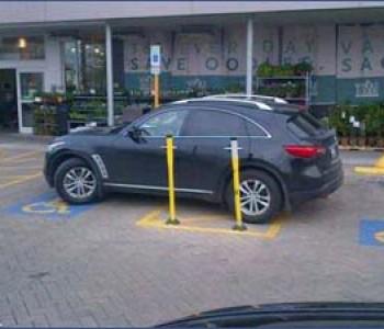 Sankcioniran policijski službenik u Zvorniku zbog nepropisnog parkiranja