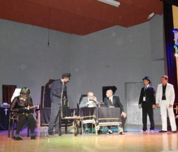 """Predstava """"Kome zvono zvoni"""" izvedena u Prozoru"""