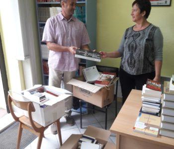 Ramska zajednica Zagreb donirala knjige Narodnoj knjižnici u Prozoru