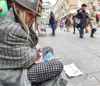 Bosanskohercegovačke ulice mjesto su na kojem brojna djeca, starci, žene, invalidi s ispruženom rukom mole za marku, za koru kruha…