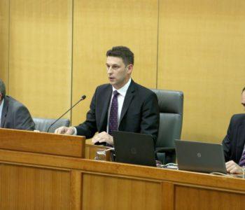 Počelo zasjedanje Hrvatskog sabora; uhićeni članovi Živog zida