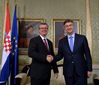 Plenković preuzeo dužnost premijera od Oreškovića