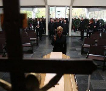 Predsjednica Republike Hrvatske odala počast žrtvama Hude Jame