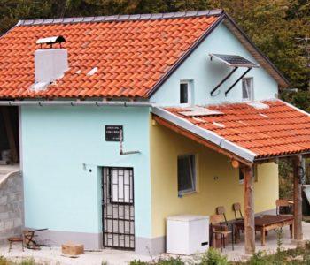 Lovačka kuća sa solarnom pločom
