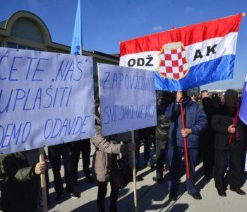 'Nećete uplašiti Hrvate u BiH, pripadnici HVO-a, uz vas smo!'