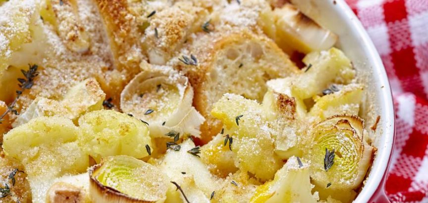 Napravite složenac od starog kruha, slanine i raznog povrća