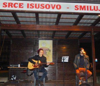 Foto: Na Božićnom sajmu nastupili mladi pjevači