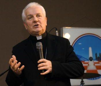 Biskup Komarica pozvao na rasvjetljivanje zločina u selu Briševu