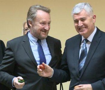 INICIJATIVA: Traži se da Čović i Izetbegović daju ostavke u strankama