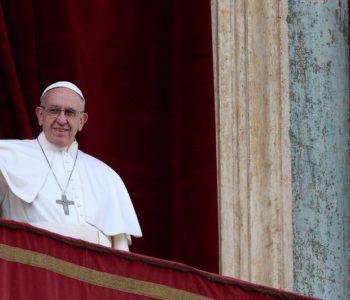 Papa dijelio vreće za spavanje beskućnicima u ledenom Rimu
