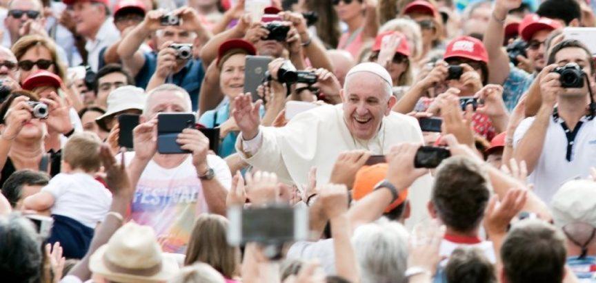 Papa poručio mladim katolicima: Nije dovoljno samo dolaziti na nedjeljnu misu