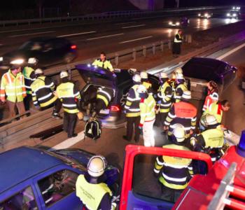 Vozač žrtvovao automobil od 70000$ kako bi spasio stranca koji je imao srčani udar na autoputu