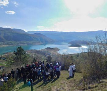 Foto: Put križa na Gračacu iznad Podbora