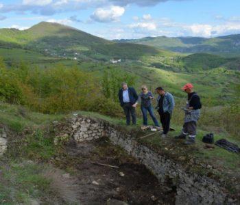 Foto: Započela arheološka istraživanja na brdu Gradac na Uzdolu