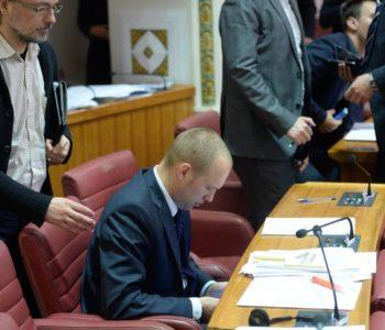 ZDRAVKO MARIĆ KROZ UŠICU IGLE PREŽIVIO GLASOVANJE! Tomislav Saucha spasio ministra financija!