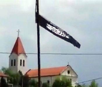 Ispred crkve u Tuzli postavljena zastava kalifata