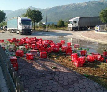 Neuobičajena nezgoda: Kištre s pivom sletjele s kamiona