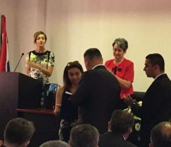 VIDEO : GABRIJELA MIOČ VRATILA JAVNO PRIZNANJE-MEDALJON OPĆINE TOMISLAVGRAD!
