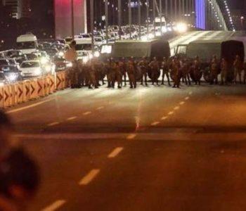 U Turskoj otpuštene tisuće policajaca, uposlenih u ministarstvima i akademika