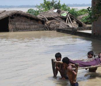 U poplavama u Indiji poginule 393 osobe