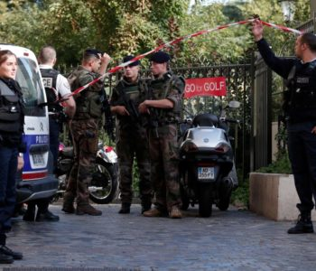 Pariz: BMW-om se zaletio u vojnike. Šest ozlijeđenih, policija traga za vozačem