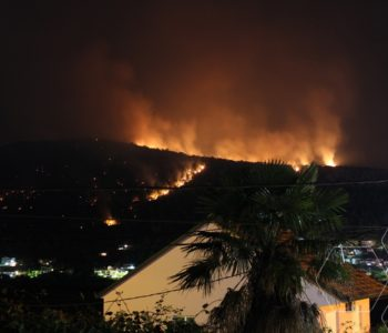 Pred Čapljincima besana noć: Vatra se spušta prema kućama na Gradini