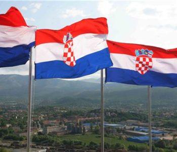"""DAN POBJEDE Budnicom ulicama Knina počela proslava 22. obljetnice """"Oluje"""""""