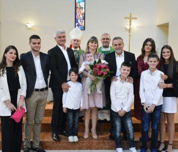 Krštenje osmog djeteta u obitelji Jeličić u Retkovcu u Zagrebu